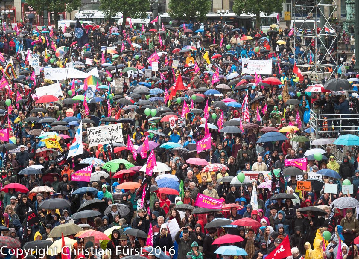 18 000 demonstrierten auf dem Rathausmarkt gegen die Untaetigkeit von G-20